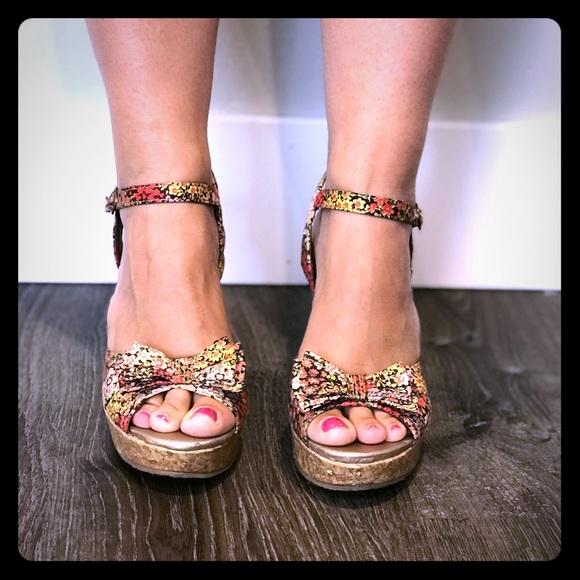 019052b1bbd334 Super Cute Mudd Platform Sandals Floral Peep Toe. M 5b7886114773689cc0647d68